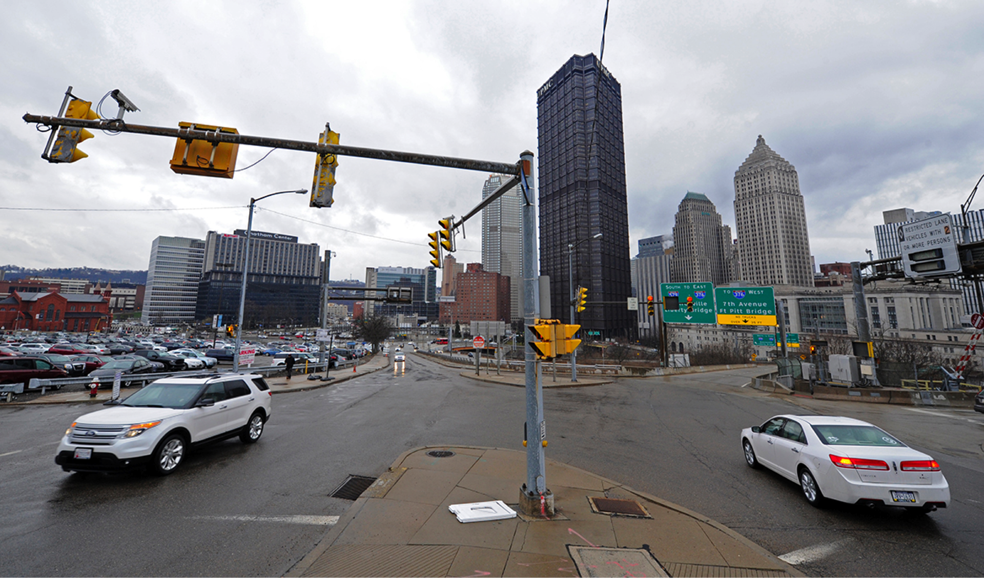 Photo by Connor Mulvaney, Public Source. The intersection of Bedford Avenue and the I-579 Crosstown Boulevard ramp near downtown Pittsburgh is difficult to navigate for human drivers, and it could pose a challenge for autonomous cars.